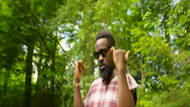 VIDEO Sarkodie Ft Flavour - Ur Waist (Official Video)