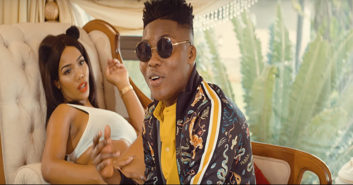 Reekado Banks - Pull Up (Official VIdeo)